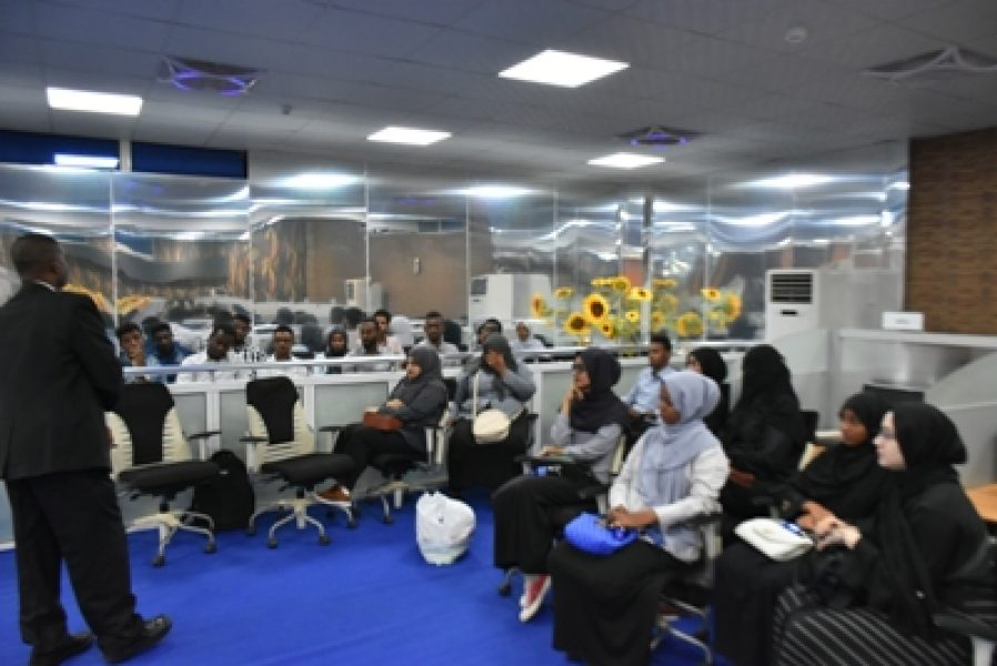 Khartoum-Stock-Exchanges-Organizes-a-Visit-for-Uni